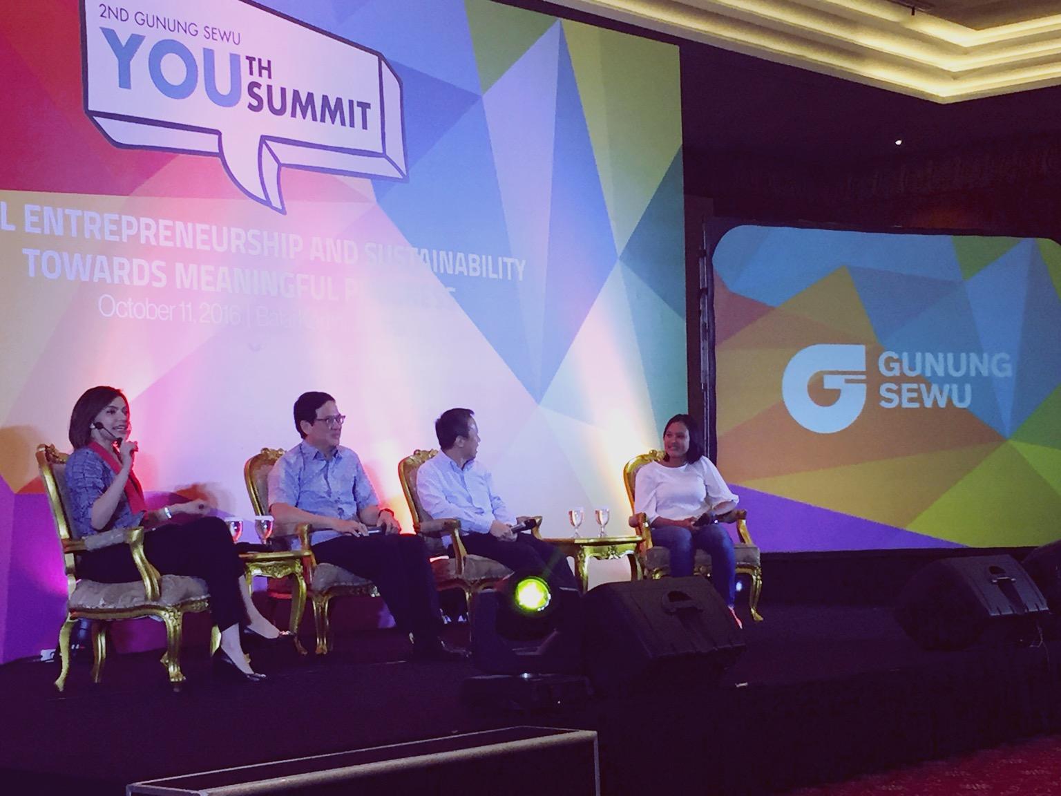 panel-youth-summit.jpg